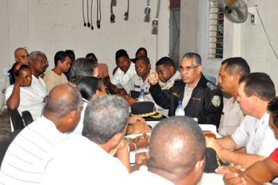 20110825185618-general-perez-sanchez-en-reunion-con-comunitarios.jpg