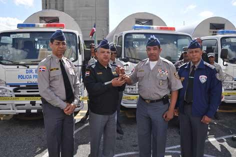 20130419141021-jefe-entrega-llaves-de-camiones.jpg