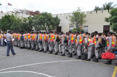 20110121000204-policias-para-la-virgen-2.jpg