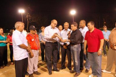 20110513015443-torneo-de-softbol.jpg