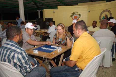 20110724181951-dominos.jpg